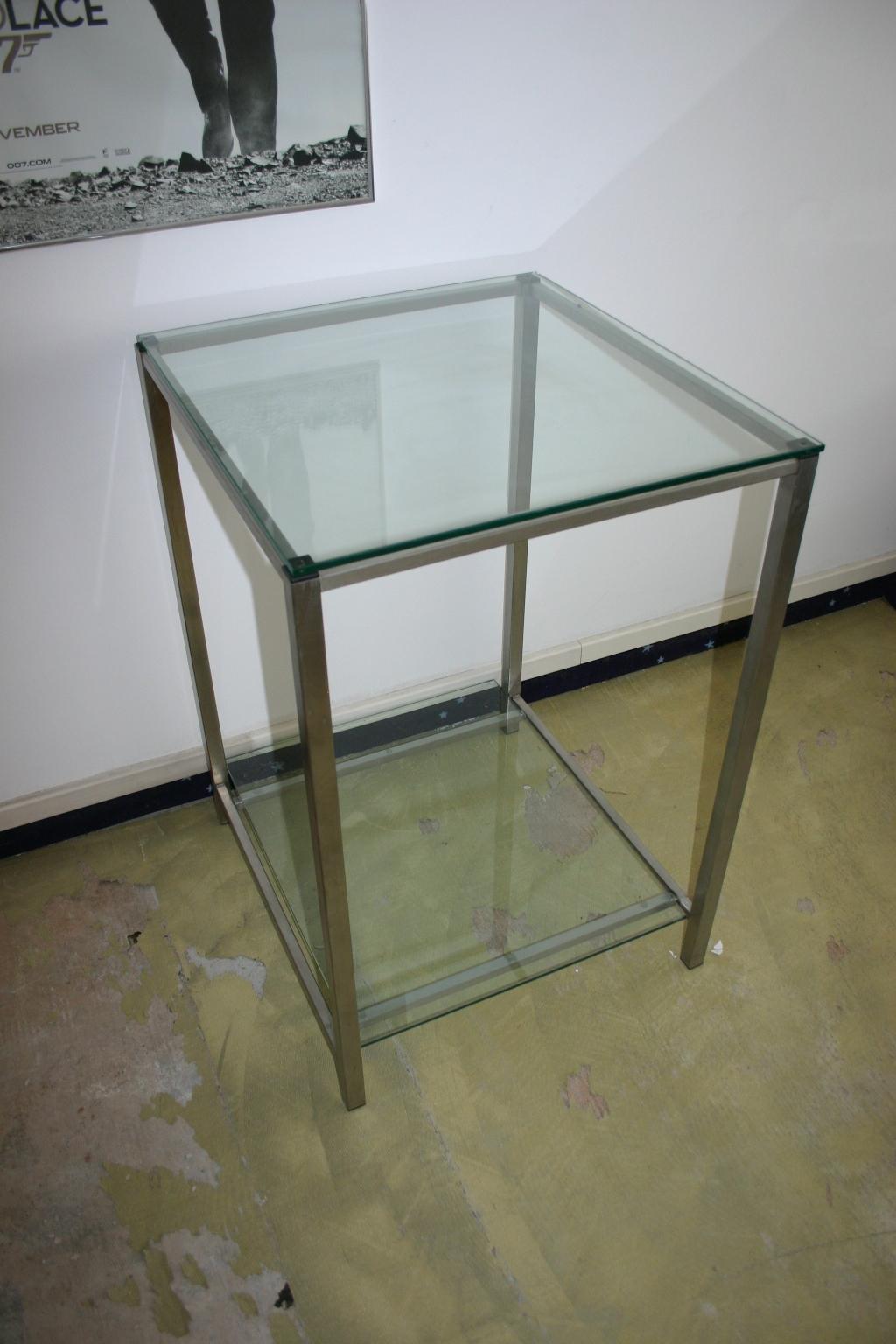 Beistelltisch aus glas und edelstahl for Beistelltisch glas edelstahl