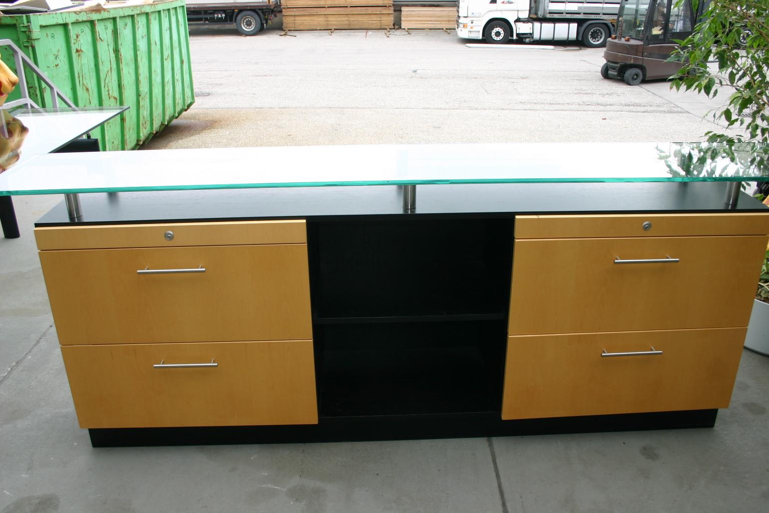 sideboard in buche schwarz mit glasaufsatz. Black Bedroom Furniture Sets. Home Design Ideas
