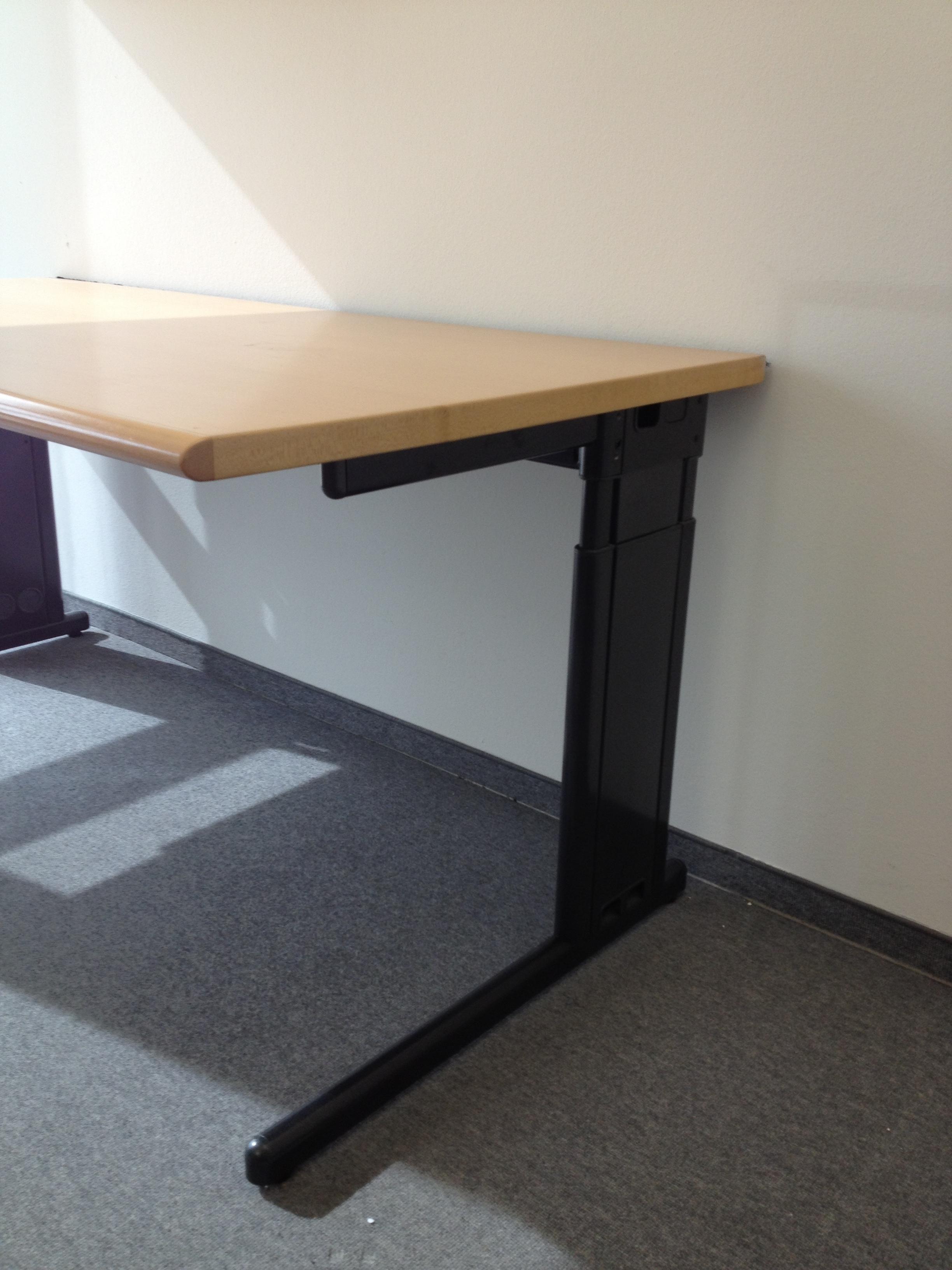 Schreibtisch 160 x 85 in ahorn schwarz von svoboda for Schreibtischplatte schwarz