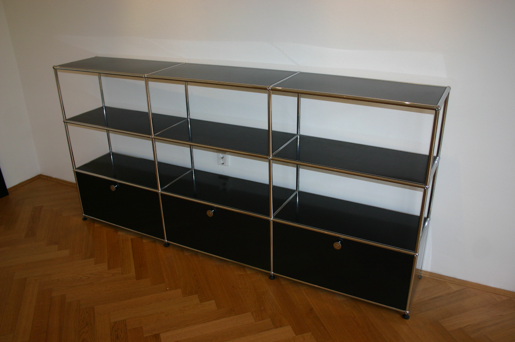 sideboard von usm haller in schwarz. Black Bedroom Furniture Sets. Home Design Ideas
