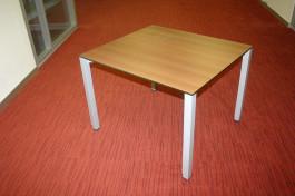 Kleiner Konferenztisch mit Metallgestell von Bene