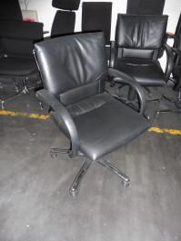 Bürostuhl in schwarz/ chrom von Vitra, Modell Figura
