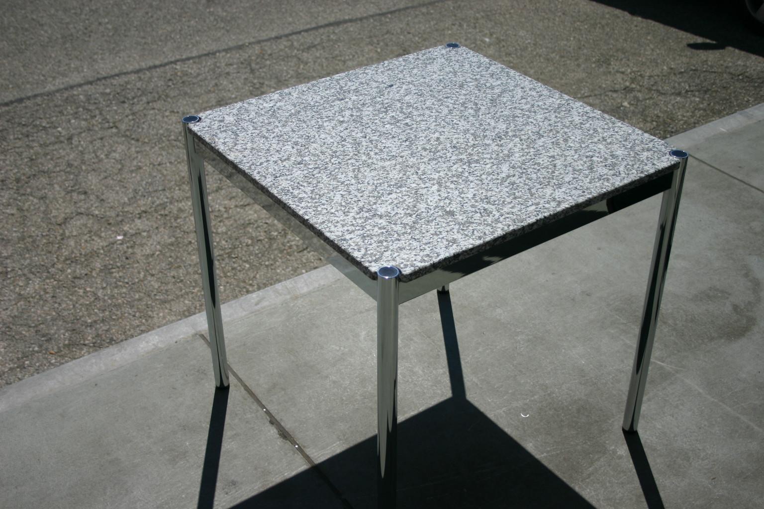 Tisch mit granitplatte von usm haller for Tisch mit marmorplatte gebraucht