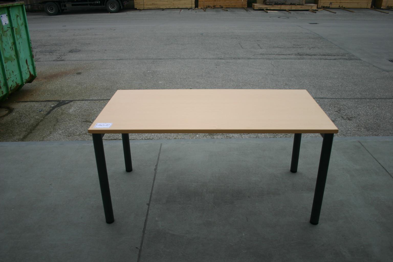 Schreibtisch 140 x 70 in ahorn dunkel von steelcase for Schreibtisch dunkel