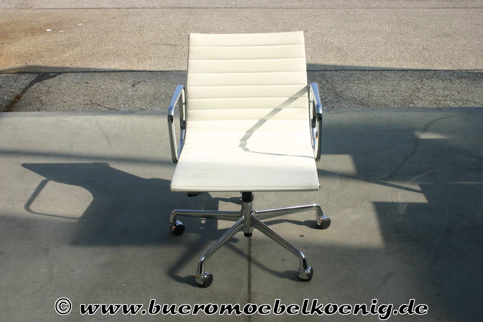 Vitra Chalres Eames : Eleganter aluchair ea in weißem leder von vitra charles eames