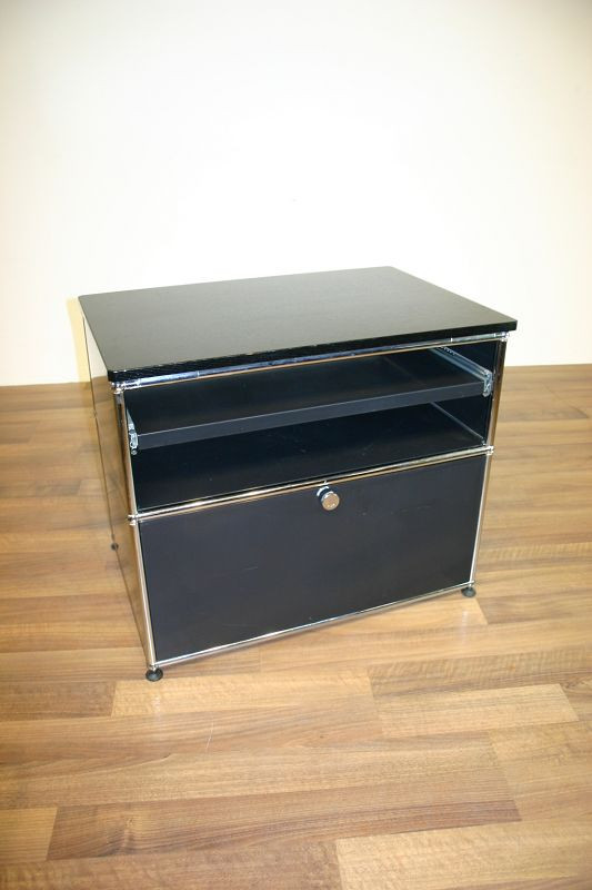 sideboard in schwarz von usm haller. Black Bedroom Furniture Sets. Home Design Ideas