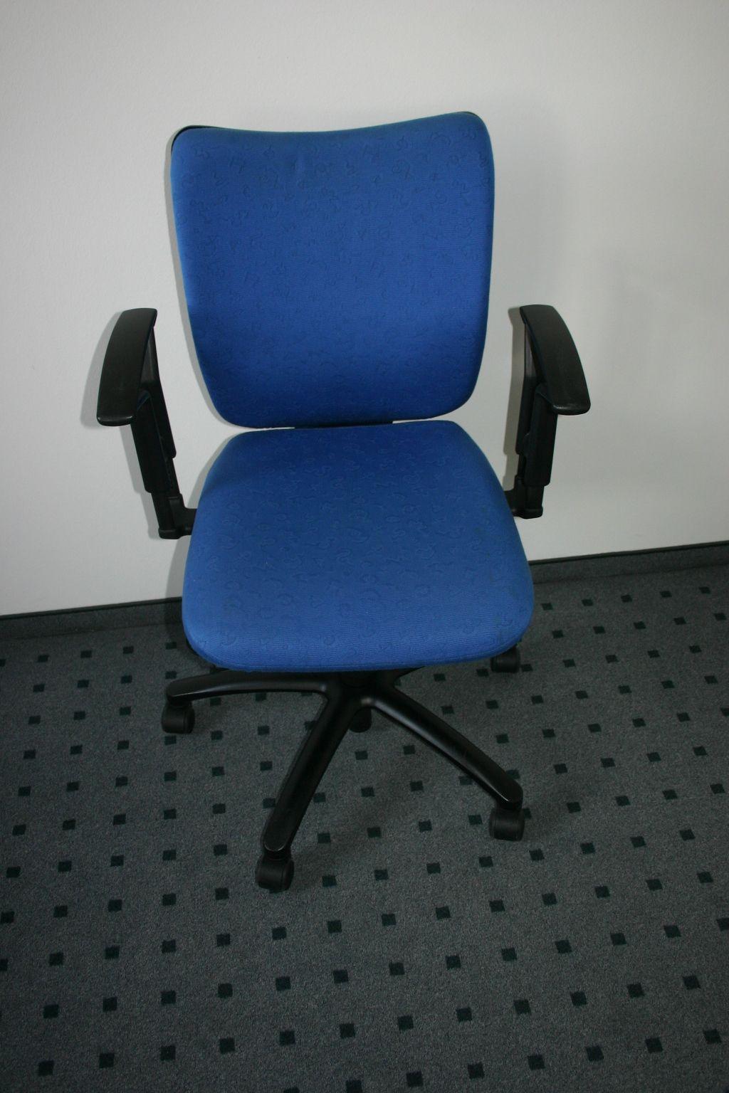 drehstuhl mit armlehnen in blau von viasit. Black Bedroom Furniture Sets. Home Design Ideas