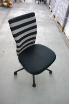 Drehstuhl in schwarz / grau von Vitra, Modell T-Chair designed by Antonio Citterio