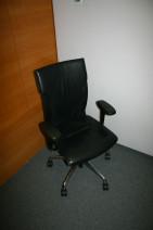 Drehsessel in schwarzem Leder von ZÜCO, Modell CUBO