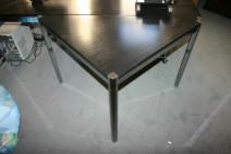 Dreieckstisch in Esche schwarz / Chrom von Dula