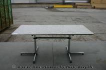 Tisch von USM Haller / Kitos mit Granitplatte