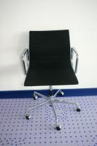 Drehstuhl in schwarz von Vitra, Modell EA 117