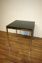 USM Haller Tisch in schwarz 75 x 75