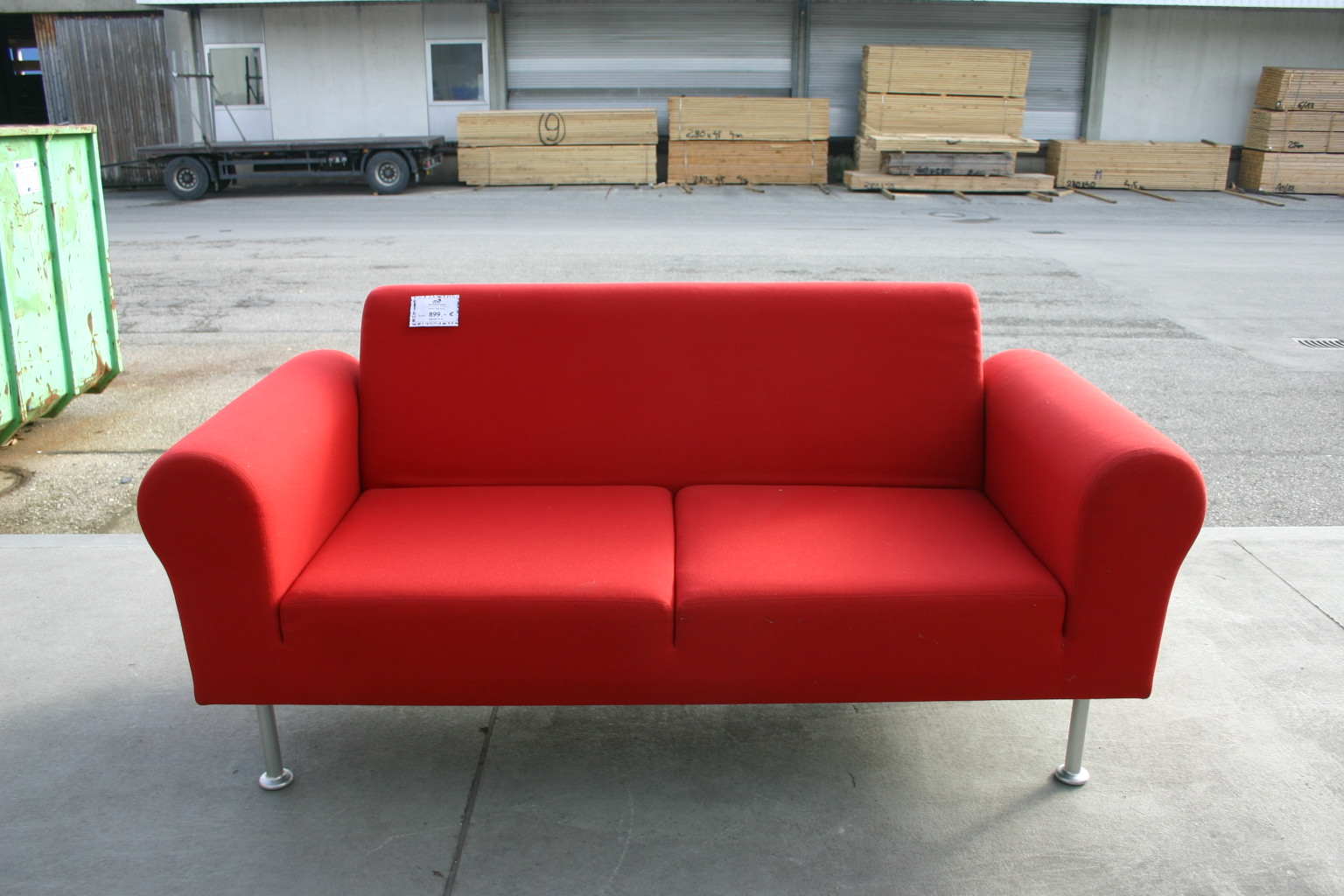 sofa in rot von vitra. Black Bedroom Furniture Sets. Home Design Ideas