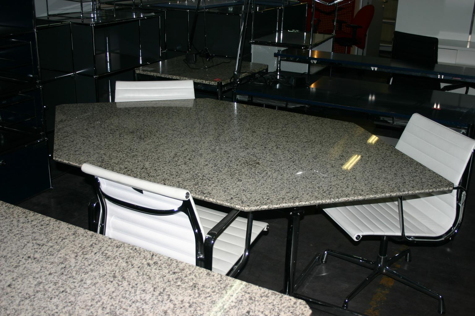 tisch von usm haller kitos mit granitplatte. Black Bedroom Furniture Sets. Home Design Ideas