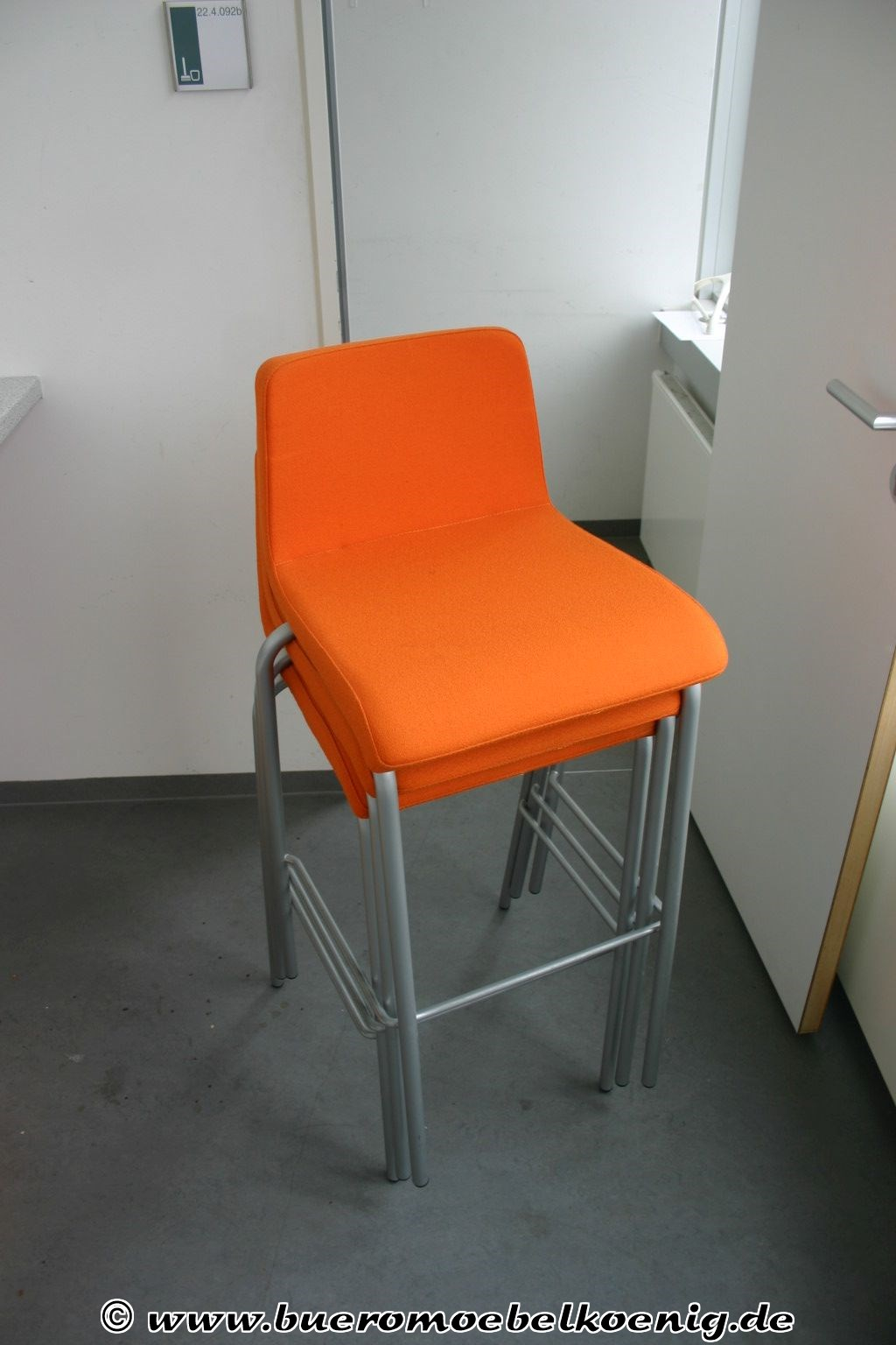 Barhocker in orange silber von steelcase for Barhocker orange