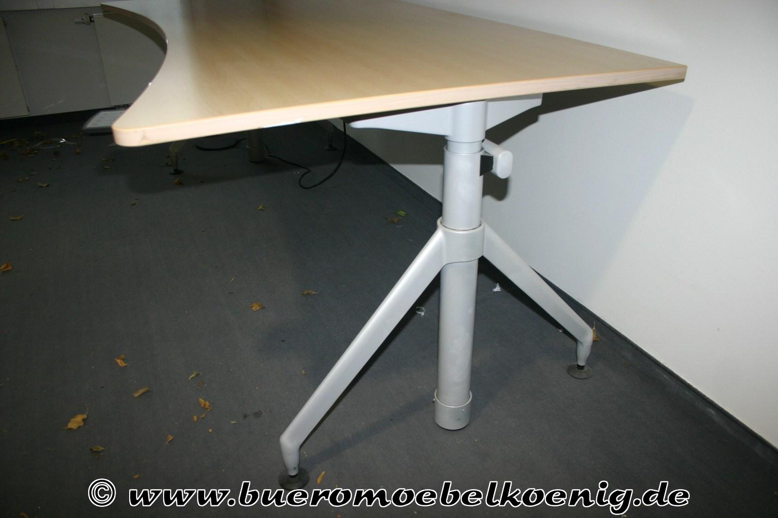 Elektrisch Höhenverstellbarer Schreibtisch Von Werndl In Ahorn