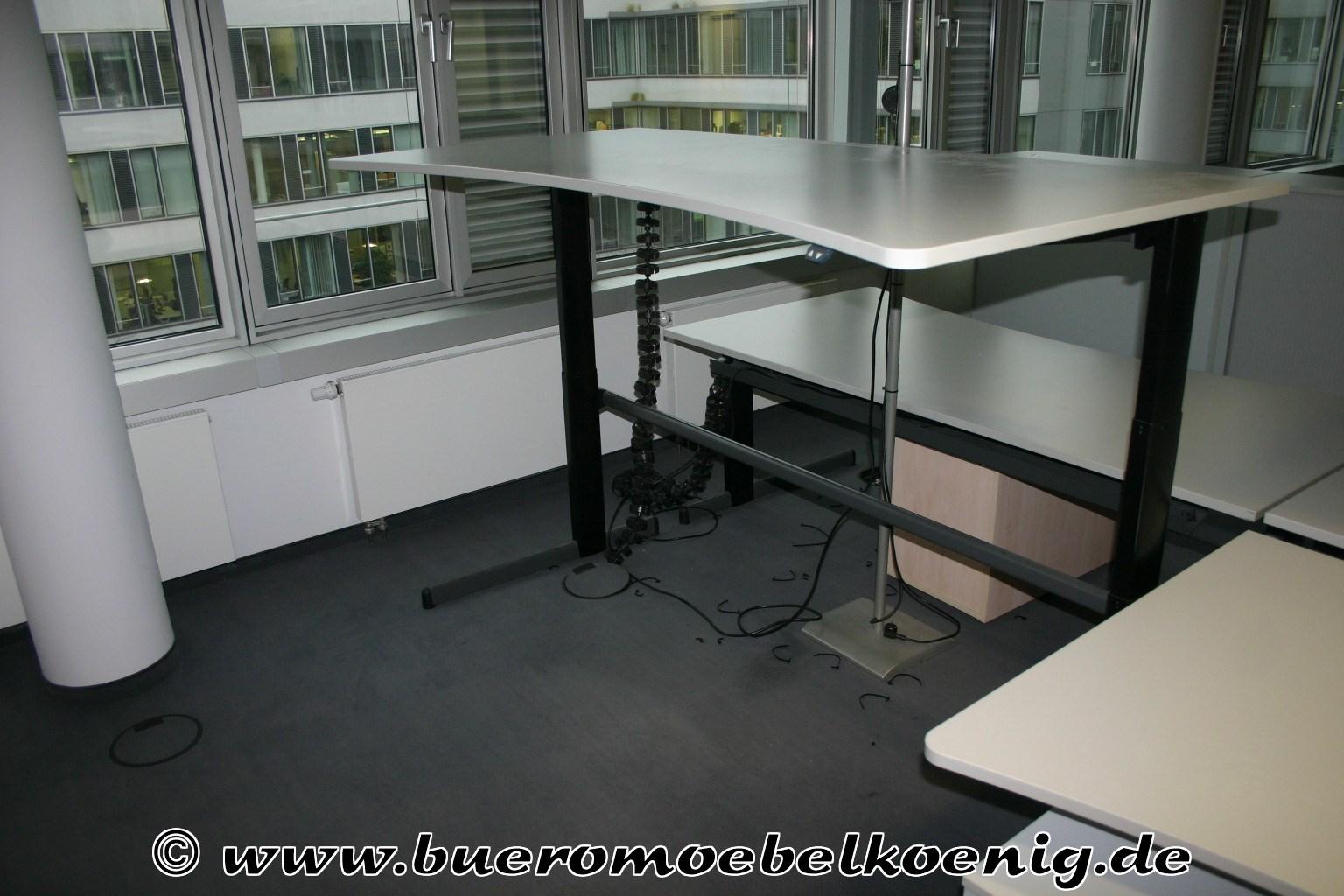 elektrisch h henverstellbarer schreibtisch von werndl in lichtgrau. Black Bedroom Furniture Sets. Home Design Ideas