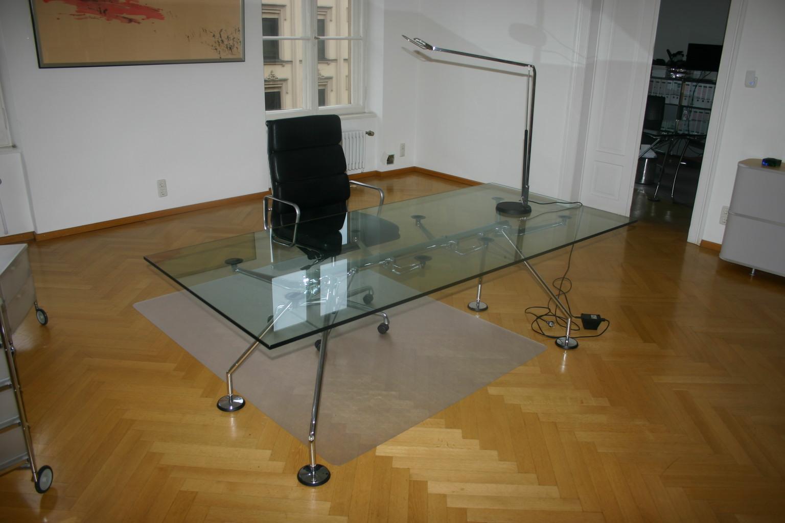 glasplatte f r konferenztisch schreibtisch von tecno modell nomos konferenztische tische. Black Bedroom Furniture Sets. Home Design Ideas