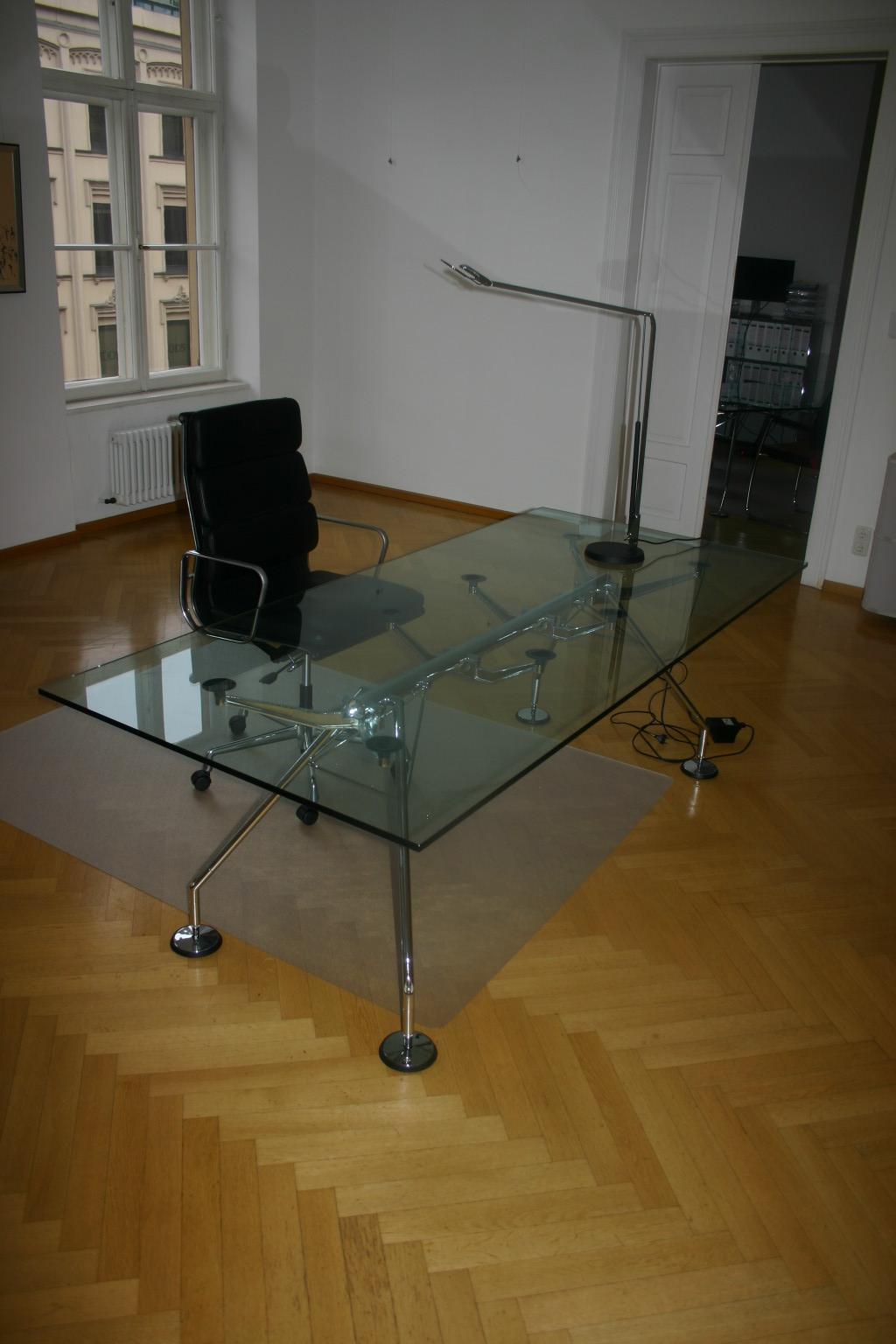 glasplatte f r konferenztisch schreibtisch von tecno modell nomos. Black Bedroom Furniture Sets. Home Design Ideas