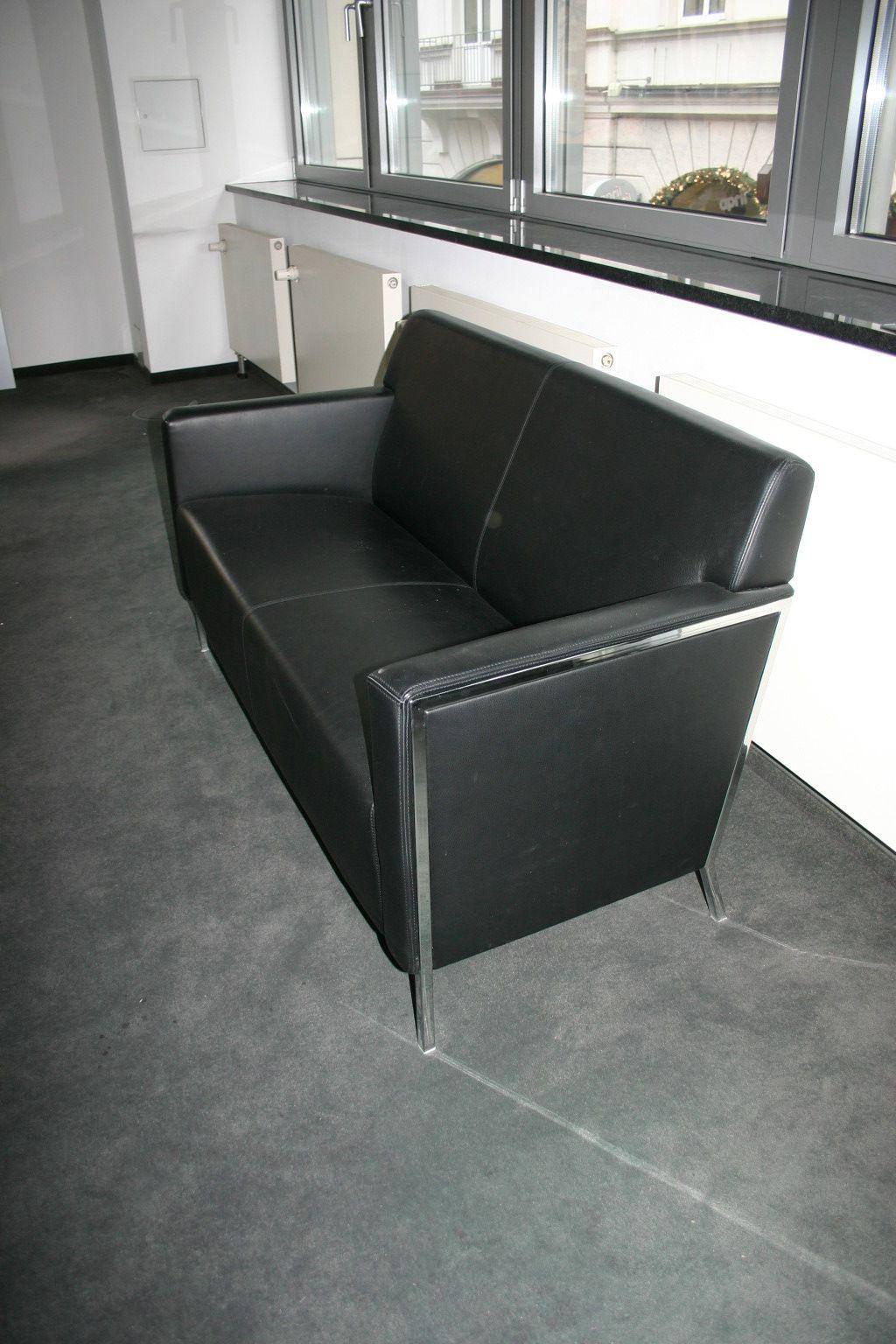 sofa in schwarzem leder von moroso empfangsm bel. Black Bedroom Furniture Sets. Home Design Ideas