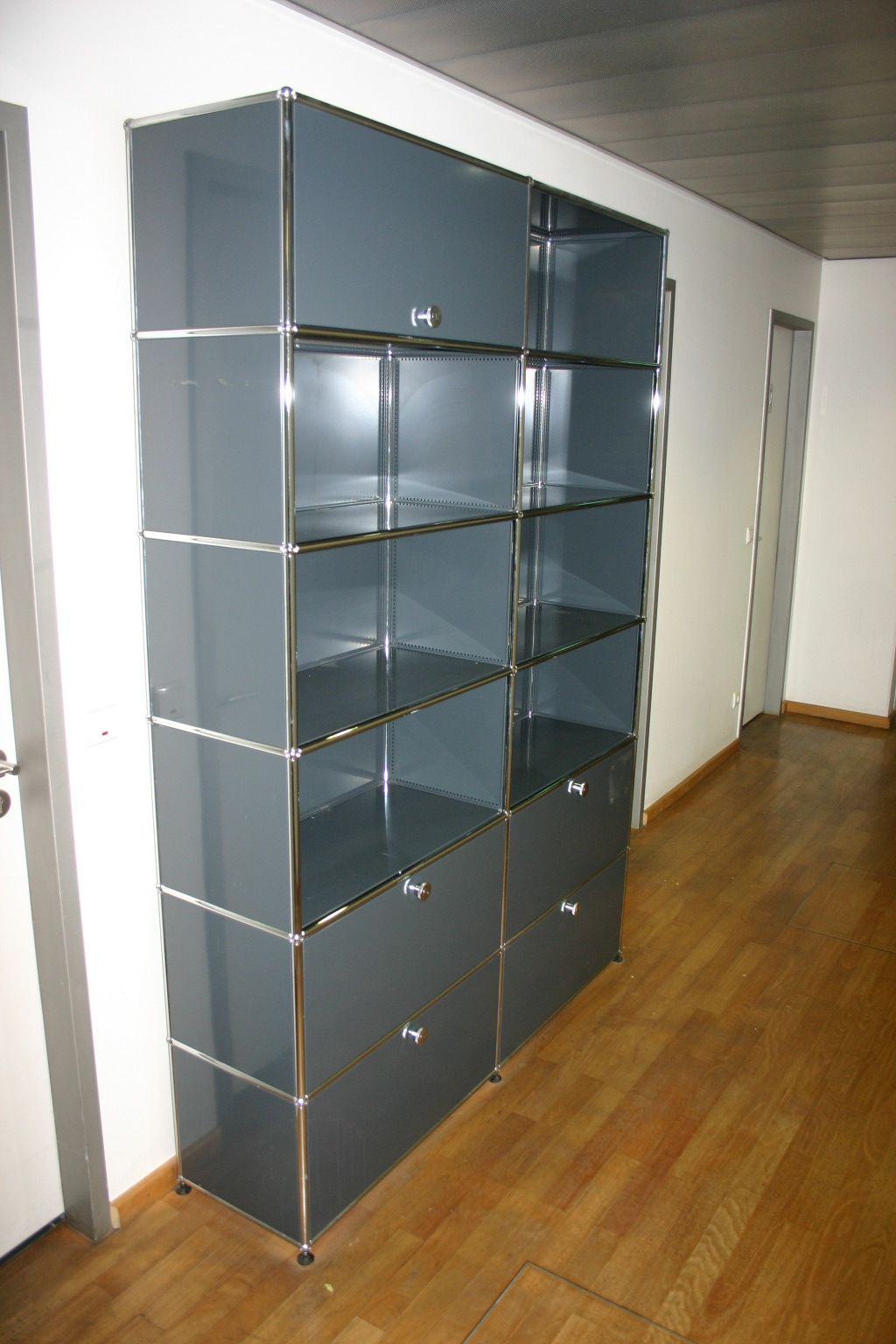 highboard von usm haller in anthrazit. Black Bedroom Furniture Sets. Home Design Ideas