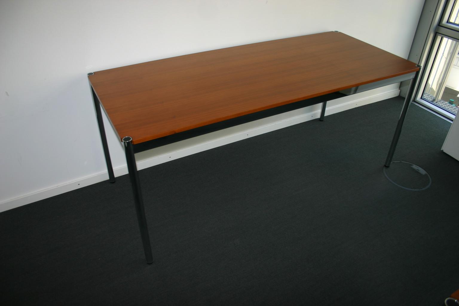 USM Haller Tisch in edlem Nussbaum Furnier