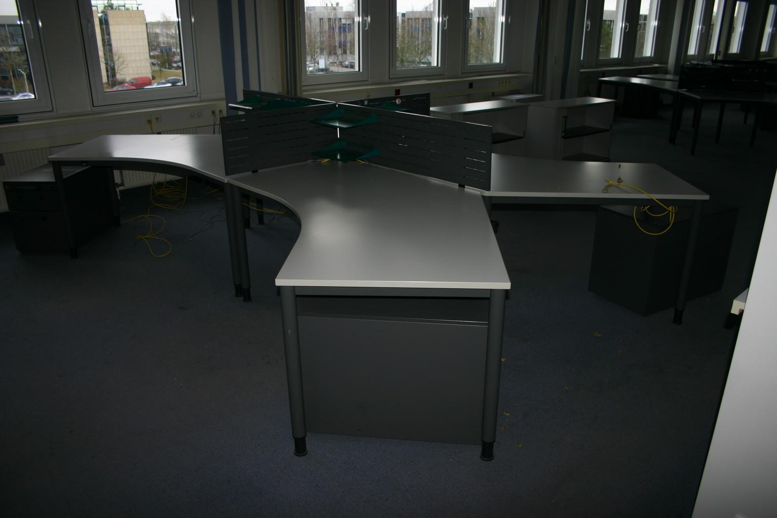 Freiform schreibtisch in grau von werndl schreibtische for Schreibtisch in grau