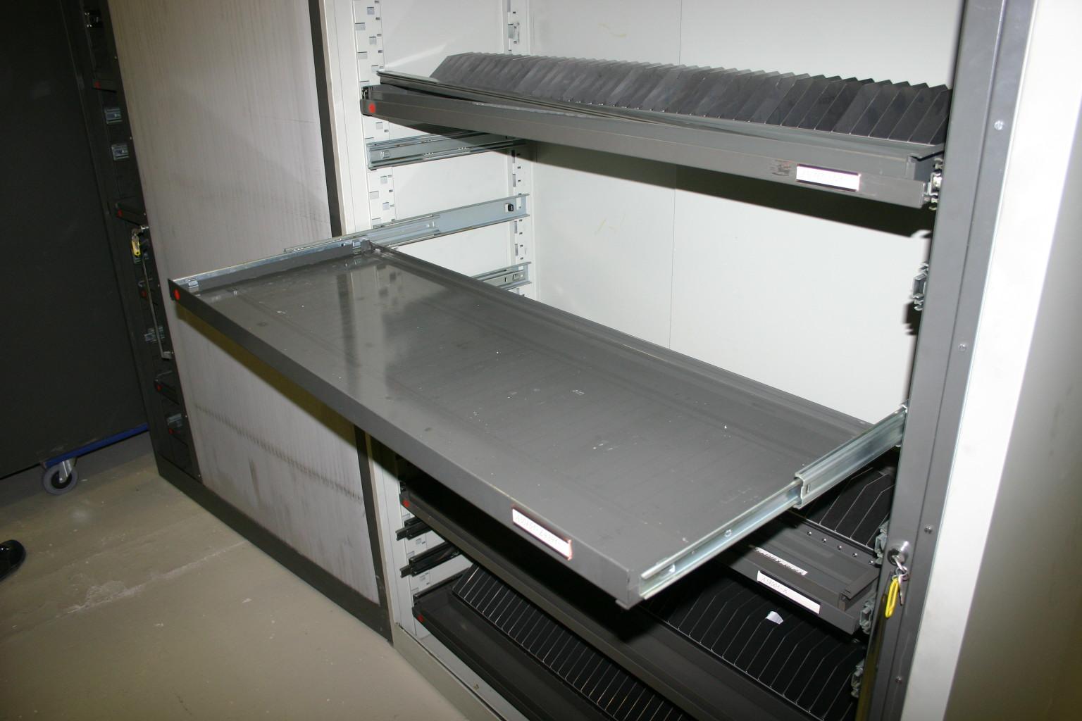 werkzeugschrank metallschrank blechschrank mit ausz gen h ngeregisterschr nke schr nke. Black Bedroom Furniture Sets. Home Design Ideas