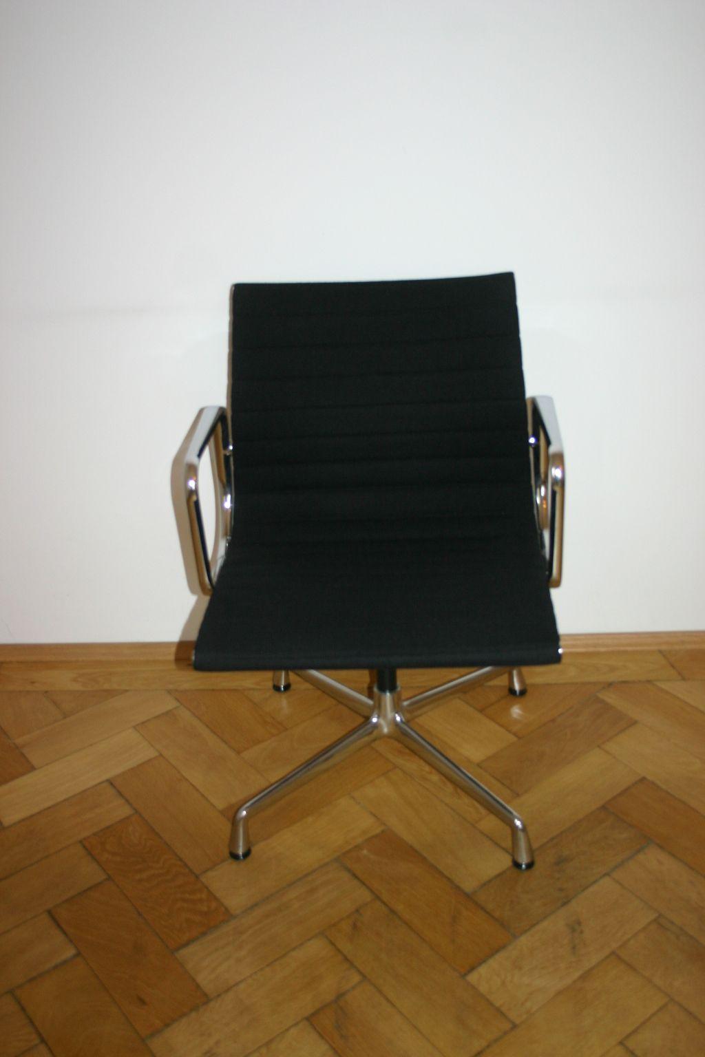 eleganter aluchair ea108 von vitra charles eames design. Black Bedroom Furniture Sets. Home Design Ideas