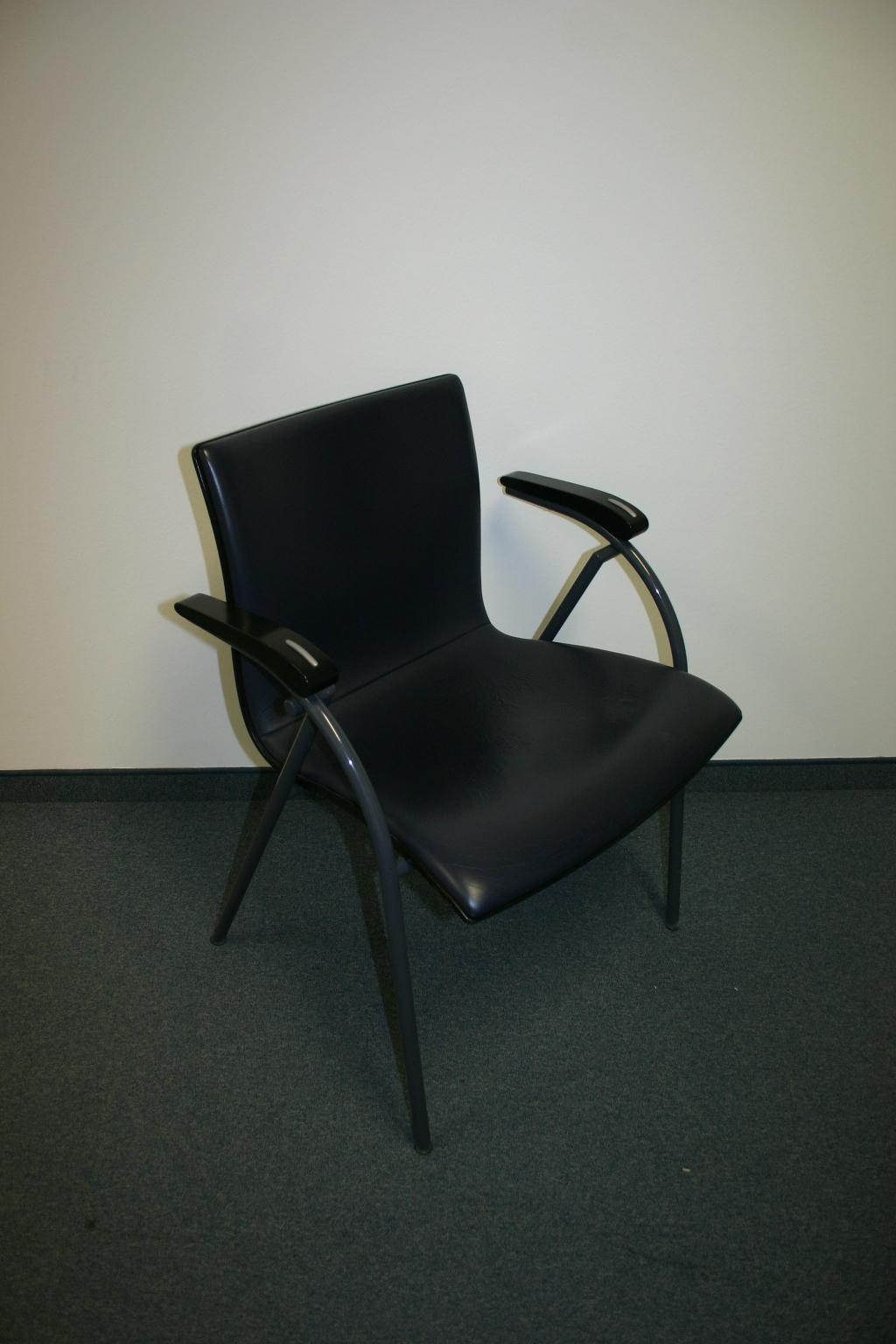 stapelstuhl s570 mit lederpolster von thonet. Black Bedroom Furniture Sets. Home Design Ideas
