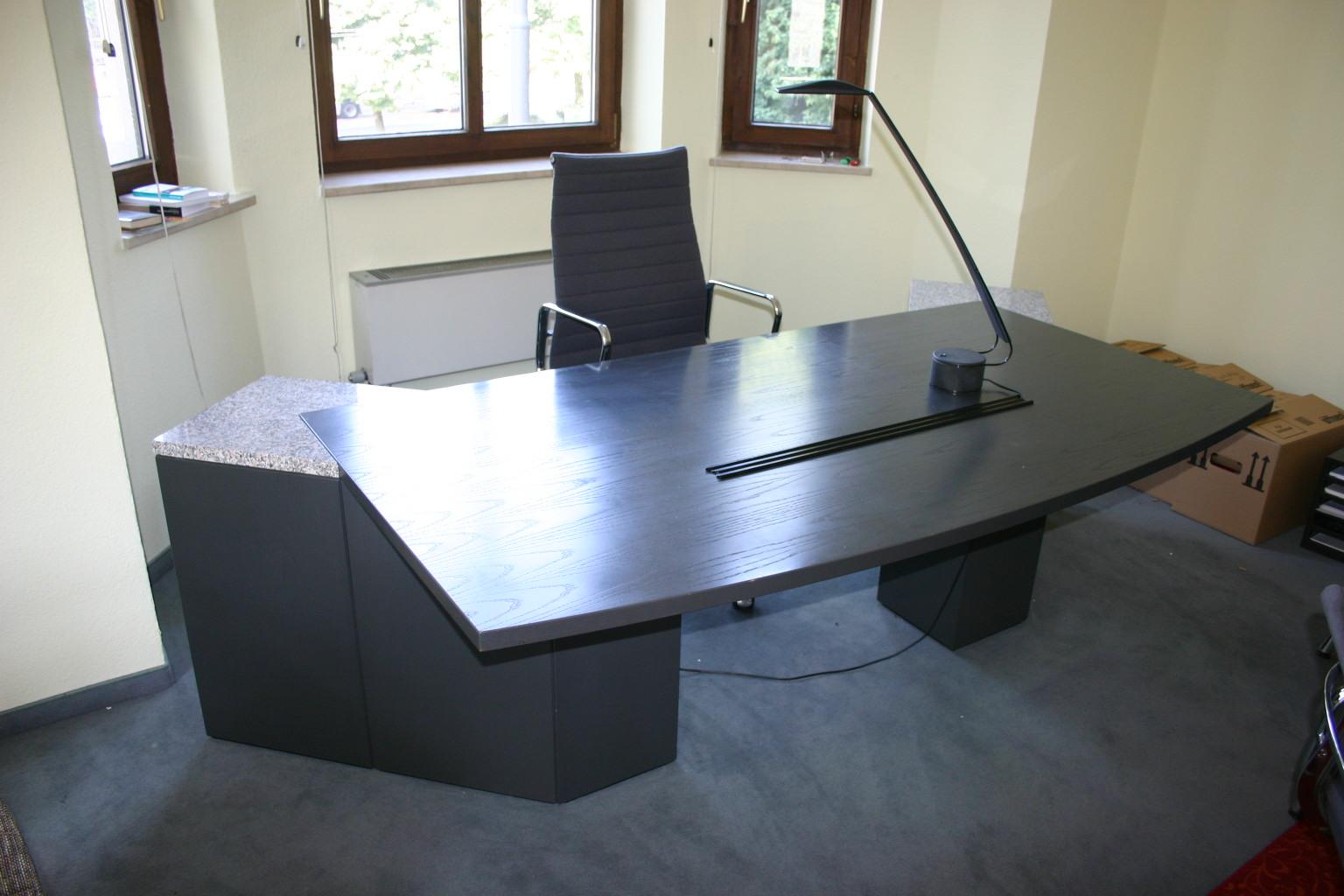 Chefb ro in echtholz anthrazit granit von renz for Schreibtisch 2 meter lang