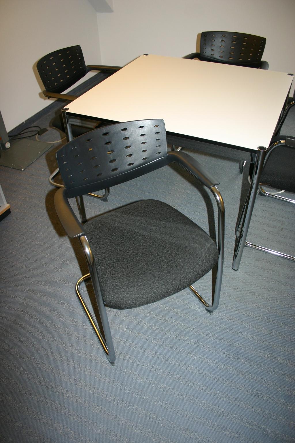 freischwinger in schwarz von rovo besucherst hle st hle unsere kategorien. Black Bedroom Furniture Sets. Home Design Ideas
