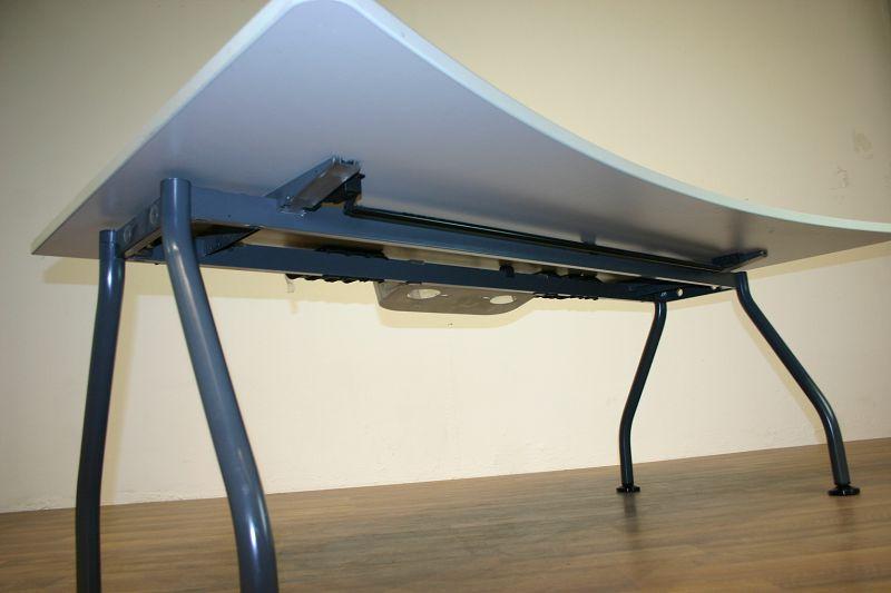 Schreibtisch 180 x 100 in lichtgrau von Werndl