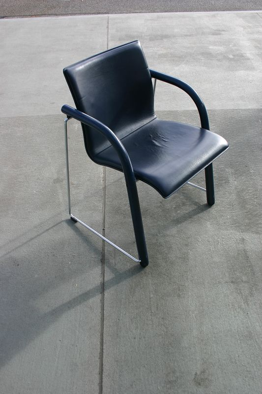 stapelstuhl s320 mit lederpolster von thonet. Black Bedroom Furniture Sets. Home Design Ideas