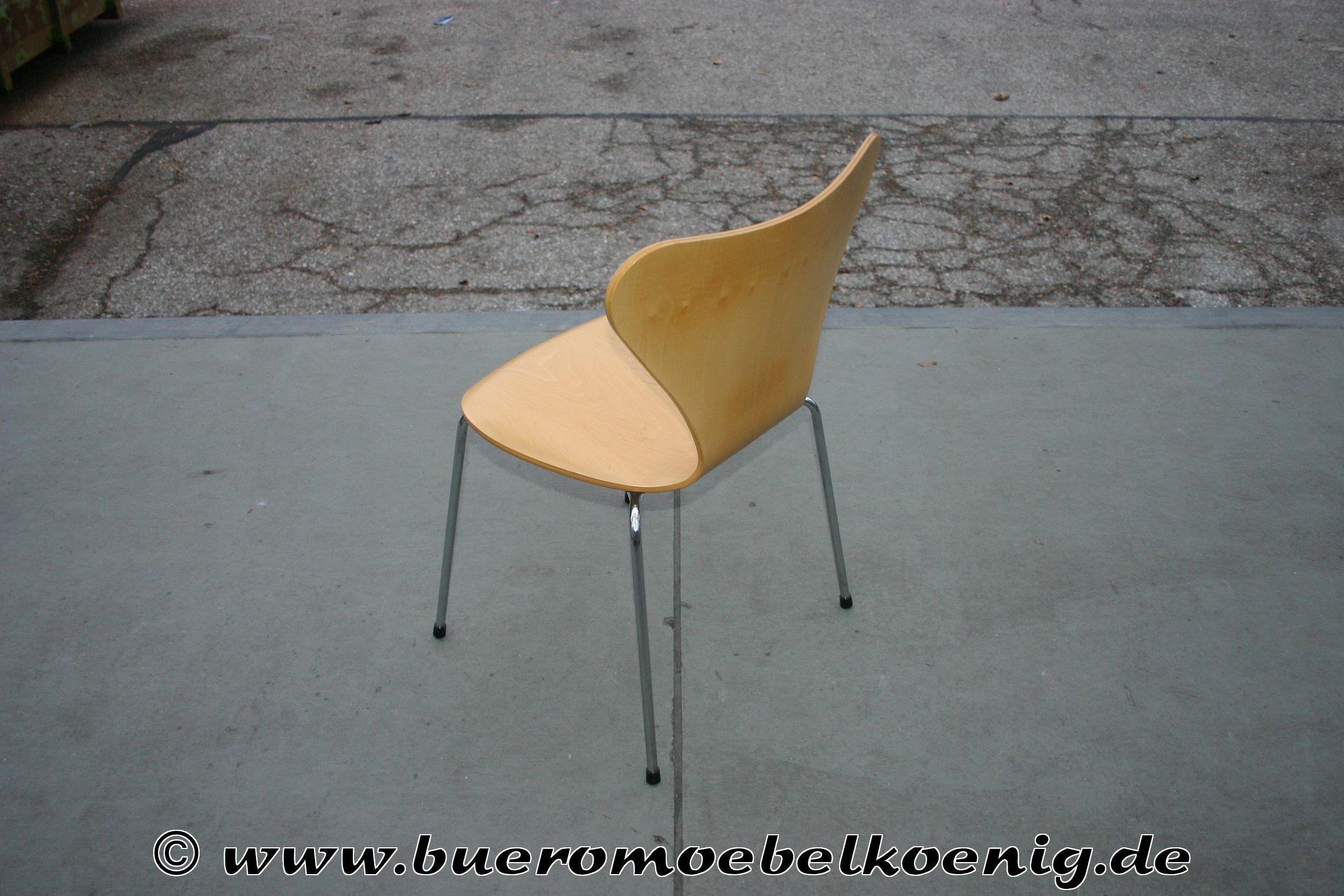 Klassischer Stapelstuhl mit Holzschale von Fritz Hansen Model 3107