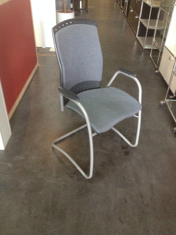 freischwinger mit metallgestell und stoffpolster und. Black Bedroom Furniture Sets. Home Design Ideas