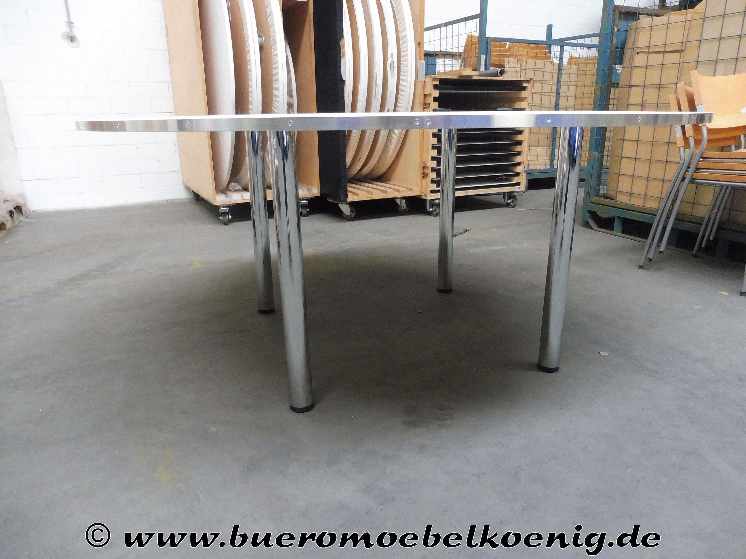 Set: 16 runde Tische 170 cm, 1 runder Tisch 130 cm in Ahorn / Chrom