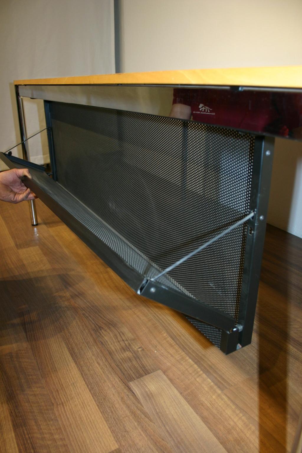 Knieblende / Kabelkorb von USM Haller in schwarz